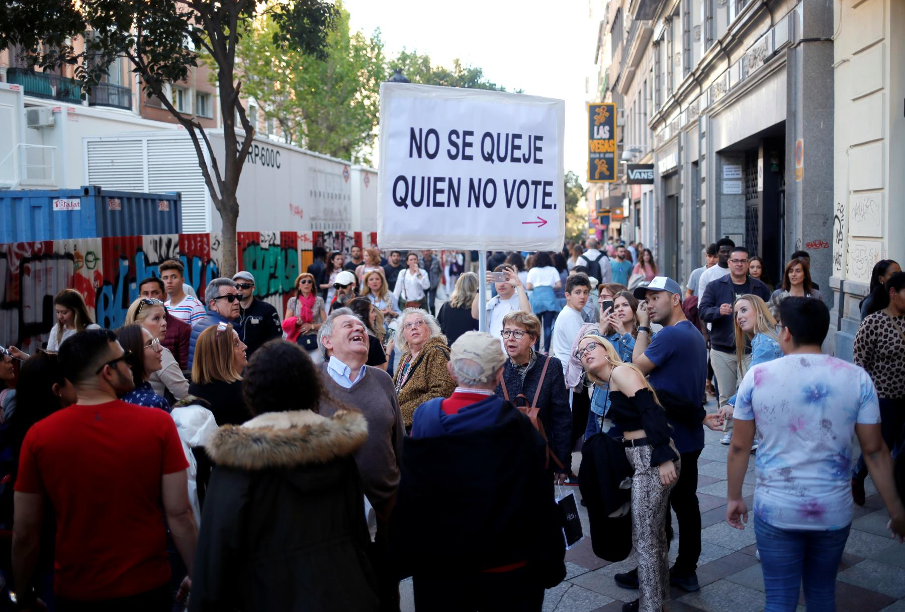 Man holding sign in Madrid stating 'Don't Complain if you don't vote' ahead of 2019 Spanish Elections.